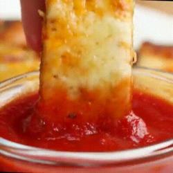 De délicieuses crêpes courgettes parmesan idéales pour l'apéro