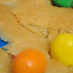 Un délicieux cookie géant aux mms