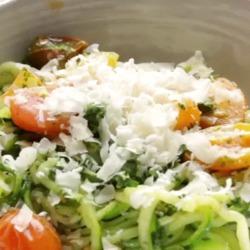Recette originale de spaghettis de courgettes au pesto de choux frisé