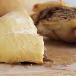 Délicieux petits pains fourrés à la viande et à la sauce un délice