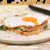 Délicieux croque madame au saumon fumé et épinards
