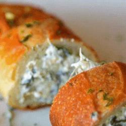 Recette sympa de baguette fourrée au fromage, épinards et artichauts